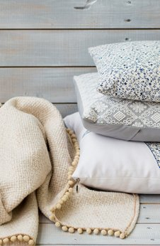 Dekorative Kissen und Decken von Heimdecor Müller GmbH