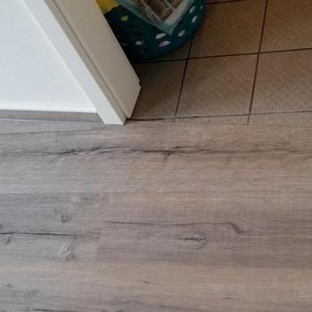 Fertig verlegter Holzboden in den Räumlichkeiten der Tagespflege