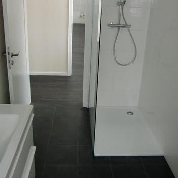 Fertige Renovierung eines Badezimmers