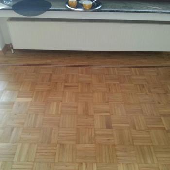 Fertig geschliffener Parkettboden