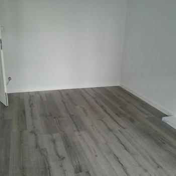 Fertige Renovierarbeiten - Neuer Vinylboden und Designplankenboden