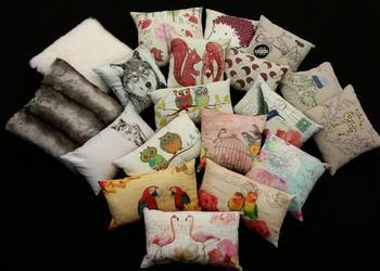 Eine große Auswahl an bedruckten Kissen